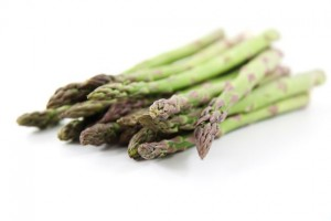 Pro Natura - Rezepte: Spargelsalat mit Räucherforelle